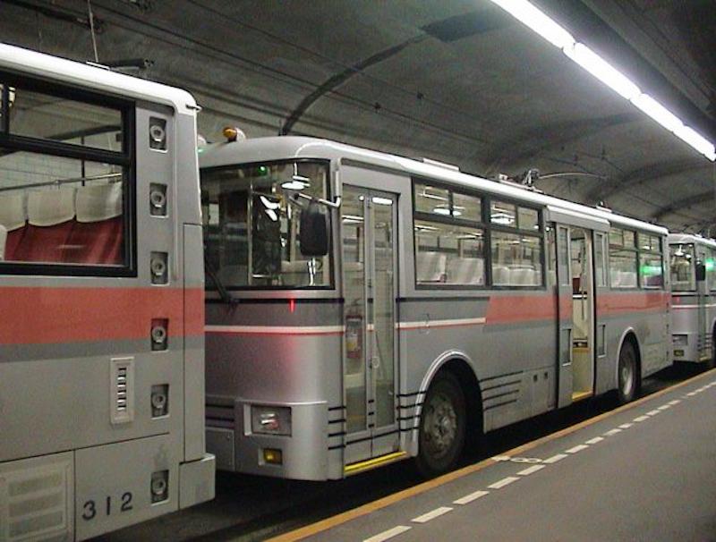 関電トンネルトロリーバス(黒部ダム駅)
