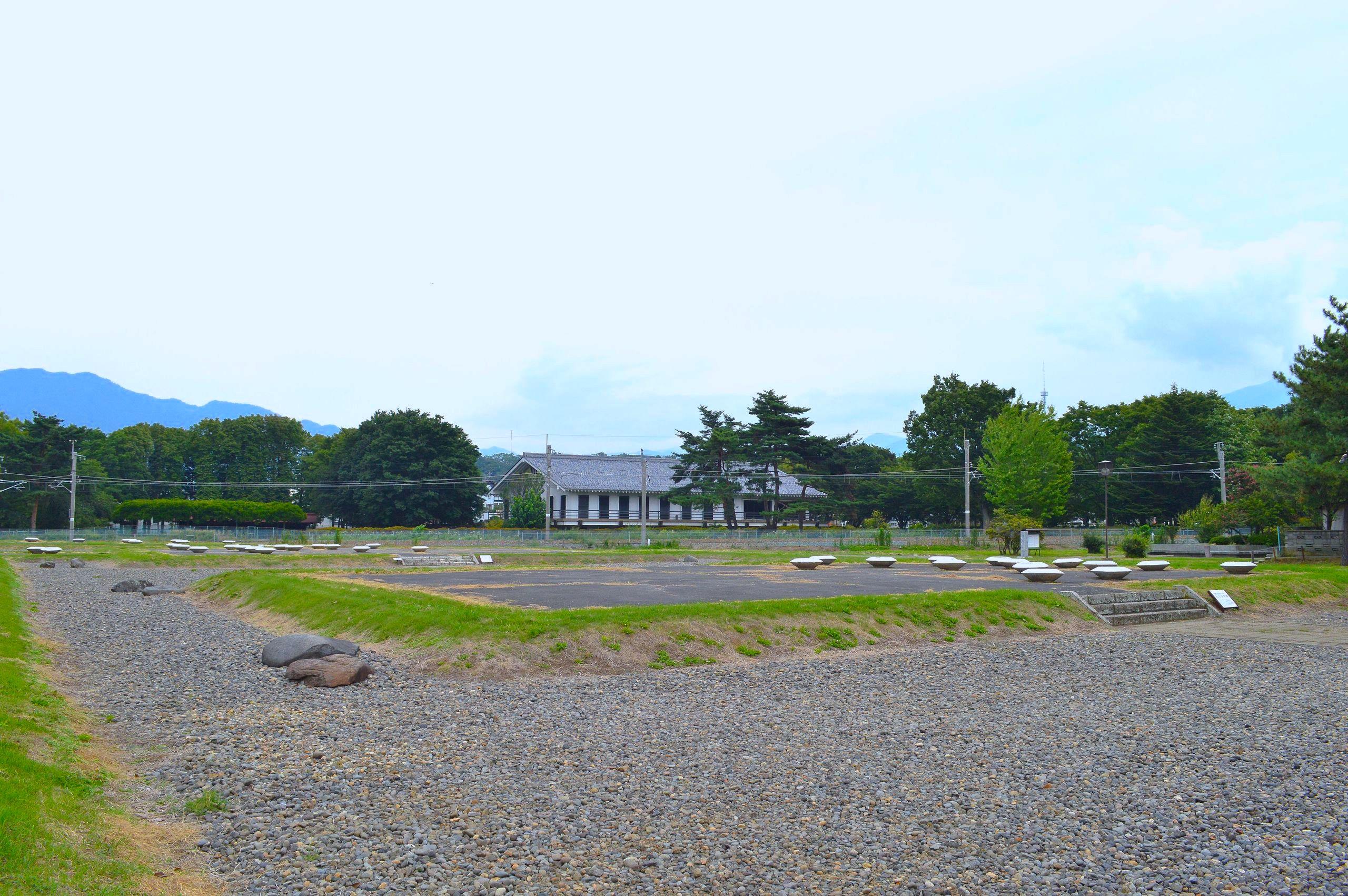 信濃国分尼寺跡(信濃国分寺史跡公園)
